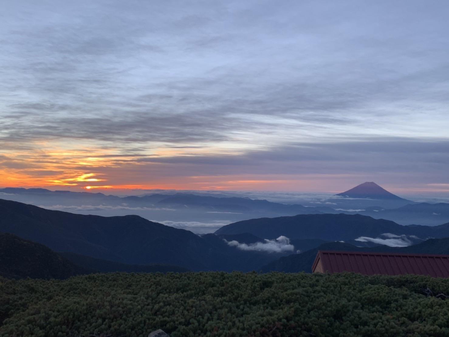 【北岳山荘からの眺望】